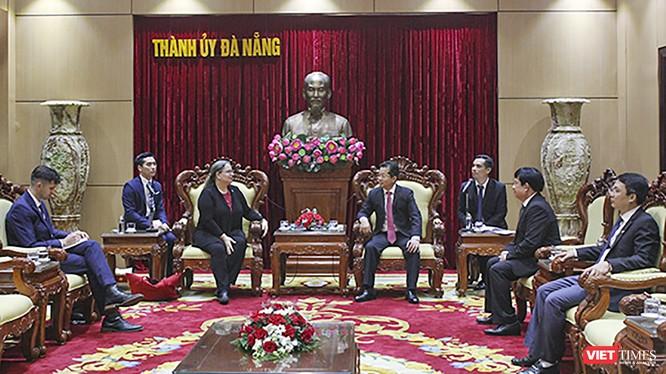 Quang cảnh buổi tiếp đón giữa ông Nguyễn Văn Quảng - Bí thư Thành ủy Đà Nẵng với bà Marie C. Damour - Tổng lãnh sự Hoa Kỳ tại TP HCM (Ảnh Nguyên Thảo)