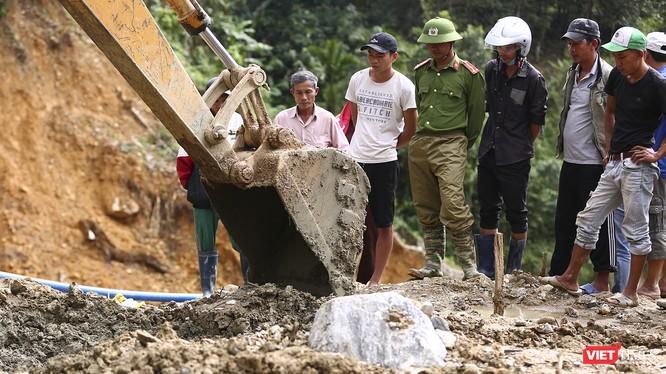 Các lực lượng nỗ lực tìm kiếm các nạn nhân mất tích trong vụ sạt lở đất ở Trà Leng