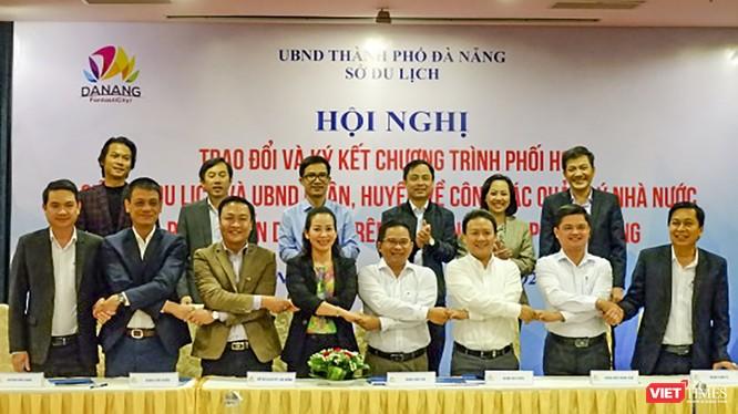 Quang cảnh buổi ký kết hợp tác giữa Sở Du lịch Đà Nẵng và UBND các quận, huyện
