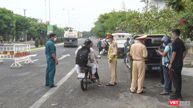 Chốt kiểm soát phòng dịch COVID-19 trên tuyến đường bộ dẫn vào Quảng Nam