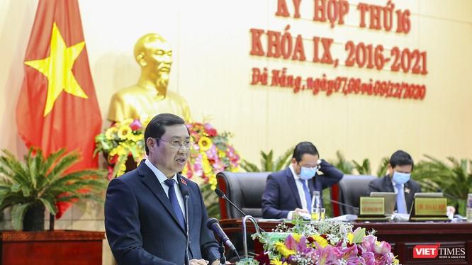 Ông Huỳnh Đức Thơ phát biểu tại kỳ họp thứ 16 HĐND TP Đà Nẵng khoá IX khi đang tại nhiệm Chủ tịch UBND TP