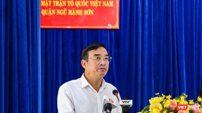 Ông Lê Trung Chinh - Chủ tịch UBND TP Đà Nẵng tại buổi tiếp xúc cử tri quận Ngũ Hành Sơn diễn ra chiều ngày 15/12