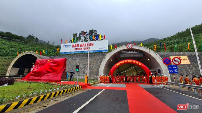 Hầm đường bộ Hải Vân nối Đà Nẵng và Thừa Thiên - Huế trên QL1A trong buổi khánh thành hầm số 2