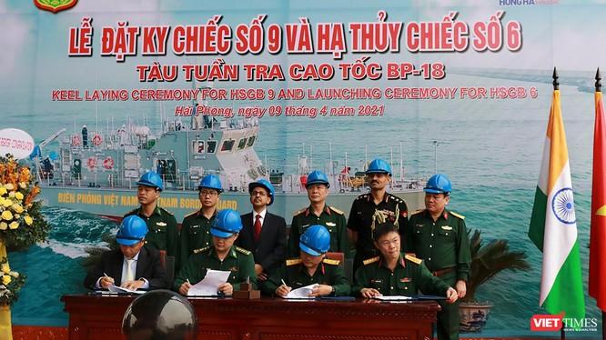 Quang cảnh lễ hạ thuỷ và đặt ky cho 2 trong số 12 tàu tuần tra cao tốc đang được đóng cho Bộ Tư lệnh Bộ đội Biên phòng Việt Nam (ảnh Đại sứ quán Ấn Độ cung cấp)