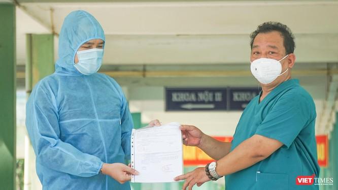 Ca bệnh COVID-19 được điều trị khỏi và được cơ quan y tế cho xuất viện