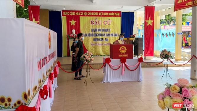Cử tri Đà Nẵng đi bỏ phiếu bầu đại biểu Quốc hội và đại biểu HĐND TP khoá X, nhiệm kỳ 2021-2026