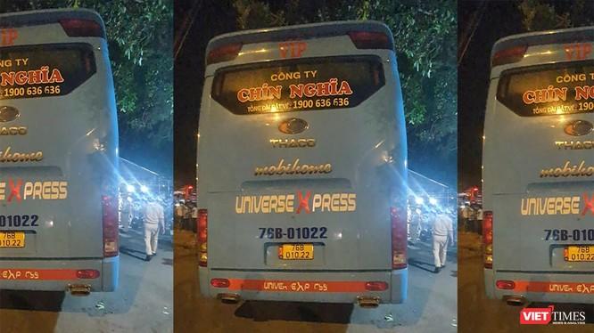 Xe khách mang BKS 76B-010.22 (nhà xe Chín Nghĩa) do tài xế Nguyễn Quốc Tuấn điều khiển bị tạm giữ tại cơ quan công an