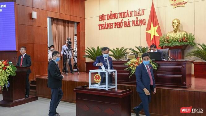 Các đại biểu HĐND TP Đà Nẵng bỏ phiếu bầu các chức danh tại kỳ họp