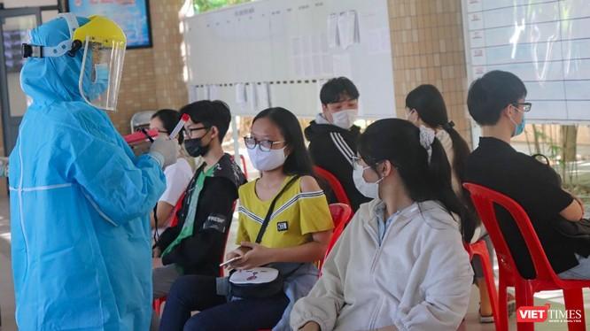 Các thí sinh tham dự kỳ thi tốt nghiệp THPT năm hoạc 2021 trên địa bàn TP Đà Nẵng được lấy mẫu xét nghiệm COVID-19