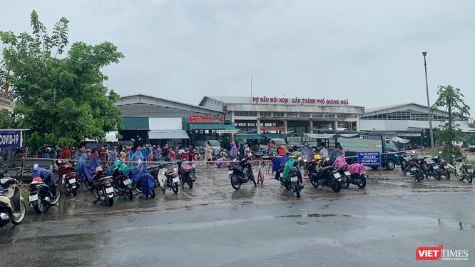 Một góc chợ Trung tâm TP Quảng Ngãi