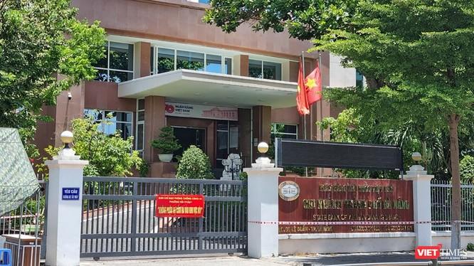 Toà nhà Ngân hàng Nhà nước chi nhánh Đà Nẵng bị phong tảo do có ca dương tính SARS-CoV-2 là nhân viên tại đây. (ảnh ĐT)
