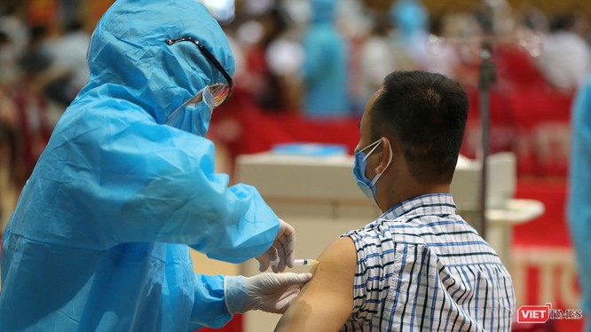 Lực lượng y tế Đà Nẵng tiêm vaccine phòng COVID-19 cho người dân
