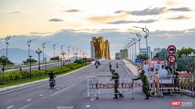Lực lượng công an, quân đội thiết lập điểm kiểm soát phòng dịch COVID-19 tại Đà Nẵng
