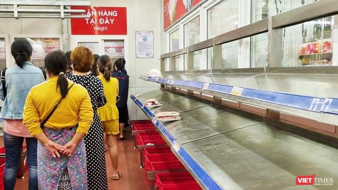 """Người dân Đà Nẵng """"vét sạch"""" quầy thịt cá tại siêu thị sau thông tin toàn TP có thể phong toả cứng 7 ngày"""