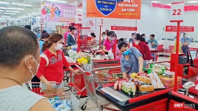 Hoạt động bình thường tại trung tâm thương mại trên địa bàn TP Đà Nẵng.