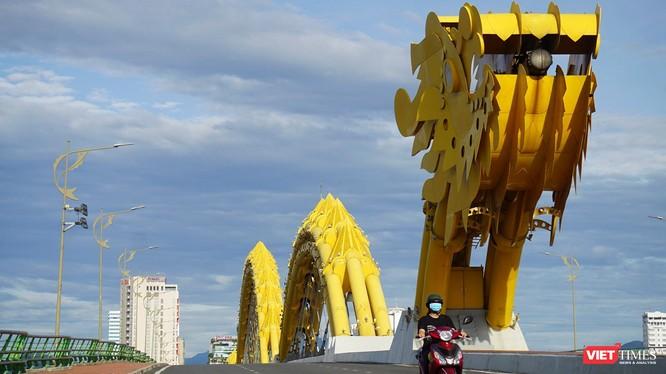 Cầu Rồng trong ngày cuối cùng trước khi phong toả tuyệt đối toàn TP Đà Nẵng