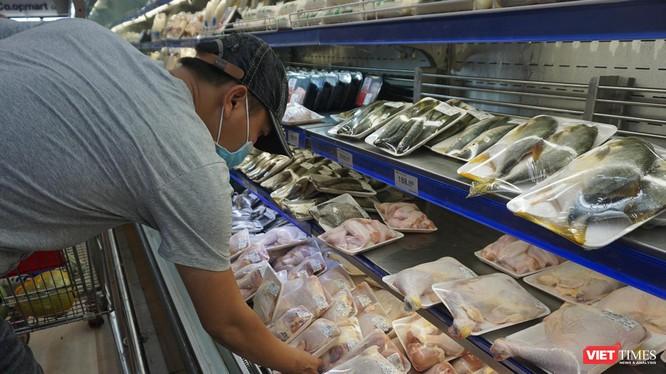 Người dân Đà Nẵng đi mua thực phẩm trước thời điểm toàn TP phong toả tuyệt đối