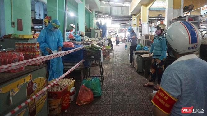 Chợ Hoà An (quận Cẩm Lệ, TP Đà Nẵng) trong ngày đầy hoạt động trở lại