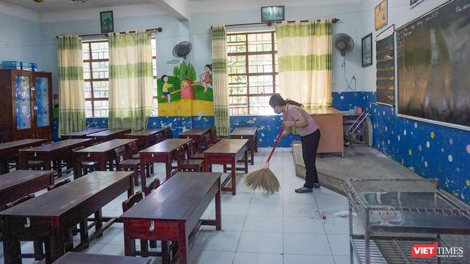 Các trường học trên địa bàn TP Đà Nẵng tổ chức dọn vệ sinh, chuẩn bị để đón học sinh trở lại lớp học trực tiếp