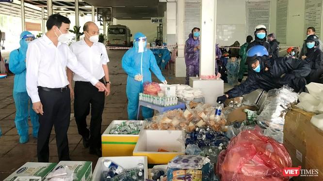 ông Lê Trung Chinh - Chủ tịch UBND TP Đà Nẵng và Phó Chủ tịch TP Đà Nẵng Lê Quang Nam kiểm tra công tác chuẩn bị tại điểm dừng chân