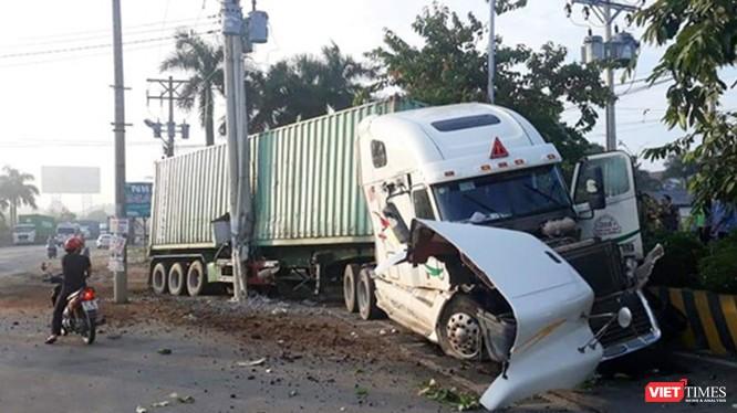 Chiếc container gây tai nạn thảm khốc tại huyện Trảng Bàng, tỉnh Tây Ninh sáng nay.