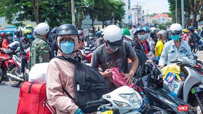 Trong số 35.127 người dân về An Giang trong những ngày qua, tỉnh An Giang phát hiện 172 ca dương tính mới. Ảnh: Mạnh Hùng.