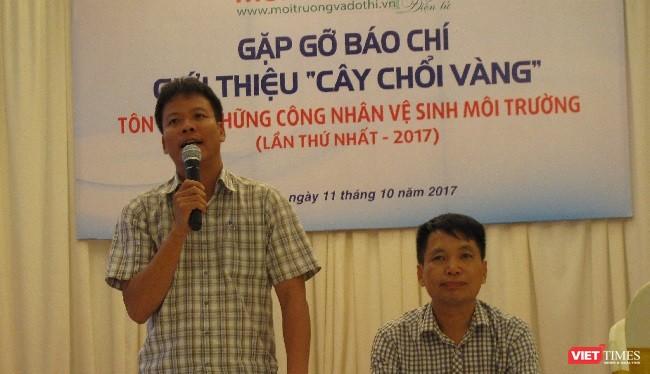 Đại diện ban tổ chức, ông Đồng Xuân Thụ và ông Đặng Vương Hưng phát biểu tại buổi họp báo.