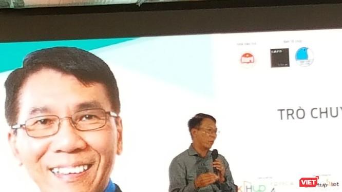 Tổng Giám đốc Uber Toàn cầu Thuận Phạm chia sẻ kinh nghiệm khởi nghiệp với thanh niên Việt Nam. Ảnh: Ánh Dương