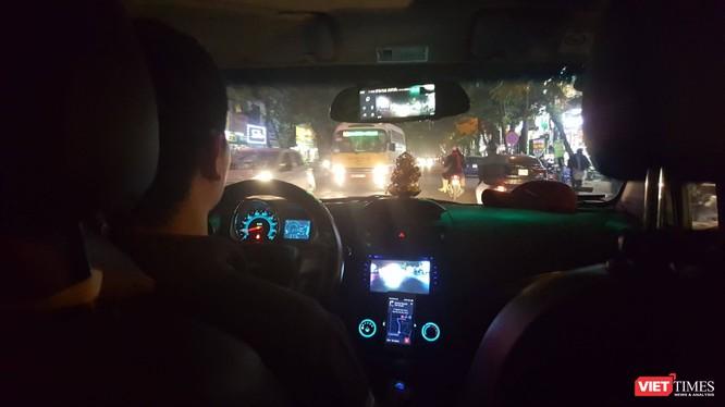 Theo Hiệp hội Taxi Hà Nội, hoạt động của Grab và Uber khiến thị trường taxi bị đảo lộn, hoạt động của các doanh nghiệp bị ảnh hưởng nghiêm trọng. Ảnh minh họa: VietTimes