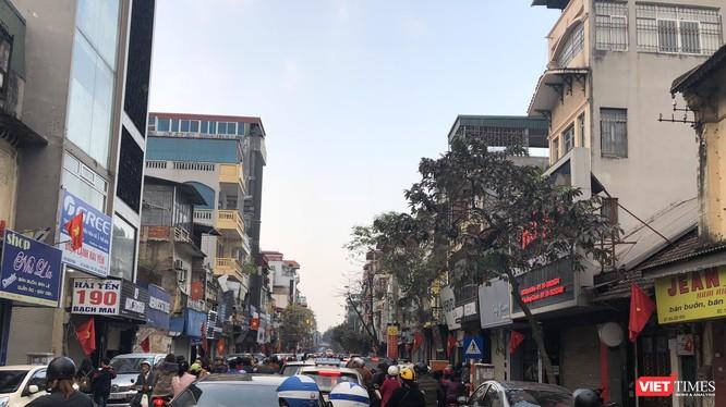 Hà Nội tắc đường ngay trong ngày mùng 1 Tết - Ảnh ghi nhận trên tuyến phố Bạch Mai