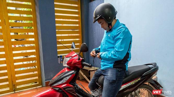 Giá rẻ đang là thứ tạo được sự chú ý khi công ty VTE muốn đưa áo bảo hiểm có túi khí Made in Vietnam phổ biến tới người dùng Việt. (Ảnh: Ngô Minh)