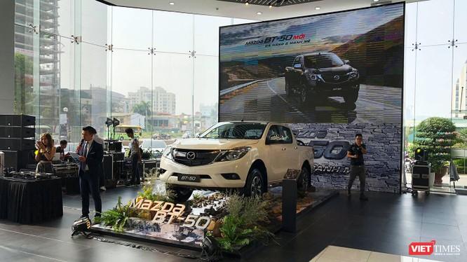 Mazda BT-50 hiện đang được Thaco phân phối gồm 3 tùy chọn động cơ như 2.2L MT, 2.2L AT, 3.2L AT và giờ có thêm một phiên bản nữa để đáp ứng nhu cầu sử dụng đa dạng của khách hàng.