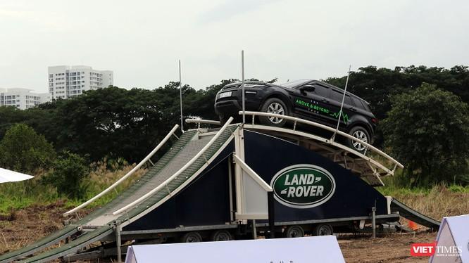 """Chương trình trải nghiệm """"Above & Beyond Tour"""" được Land Rover Việt Nam tổ chức xuyên suốt 5 ngày diễn ra triển lãm VMS 2018 (24-28/10/2018)"""