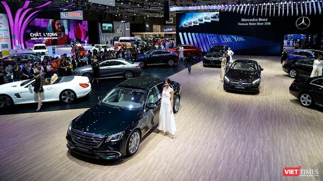 Mercedes-Benz Việt Nam với diện tích sân khấu lớn nhất cho phép phô diễn toàn bộ các sản phẩm hiện có của thương hiệu ngôi sao 3 cánh. (Ảnh: Ngô Minh)