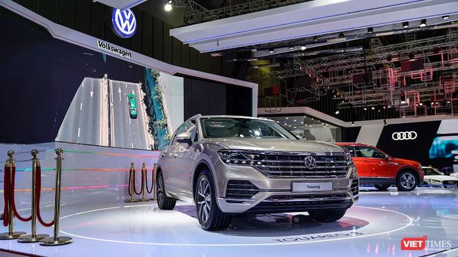 VW Touareg 2019 tại triển lãm VMS 2018 mới chỉ là sản phẩm trưng bày chứ chưa phải là màn ra mắt của mẫu xe này tại thị trường Việt Nam (Ảnh: Ngô Minh)