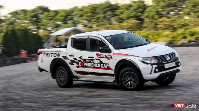 Đây là một sự kiện đặc biệt tại Việt Nam khi lần đầu tiên trong chương trình lái thử xe có sự tham gia của nữ vận động viên lái xe chuyên nghiệp. (Ảnh: Ngô Minh)