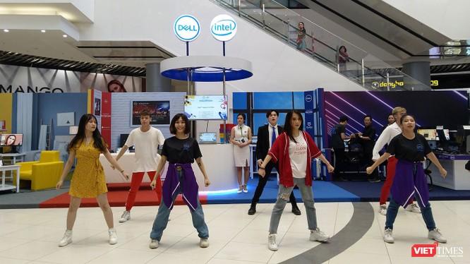 A Day With Dell được thiết kế gồm 4 khu trải nghiệm chính là Dell Entertain, Dell Work, Dell Create và Dell Game; qua đó thể hiện được hình ảnh quen thuộc của sản phẩm công nghệ trong cuộc sống thường ngày.