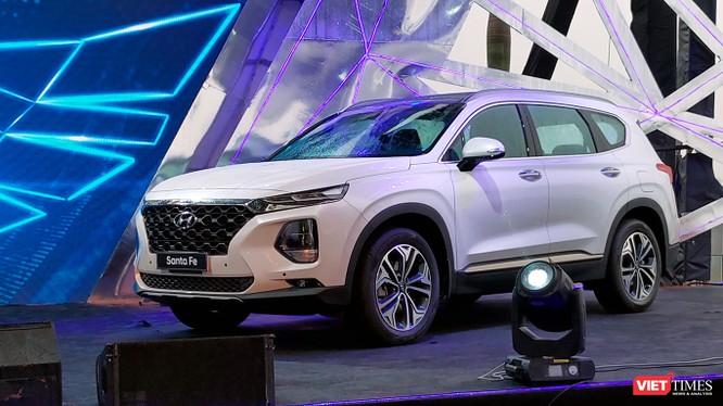 Với nhiều trang bị hơn các đối thủ, Hyundai Santa Fe 2019 phiên bản tiêu chuẩn cũng có thể làm hài lòng đối với những người dùng chưa thực sự rủng rỉnh hầu bao. (Ảnh: Ngô Minh)