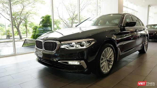 Tại Việt Nam, BMW 520i và BMW 530i sẽ có giá lần lượt là 2,389 tỷ đồng và 3,069 tỷ đồng.