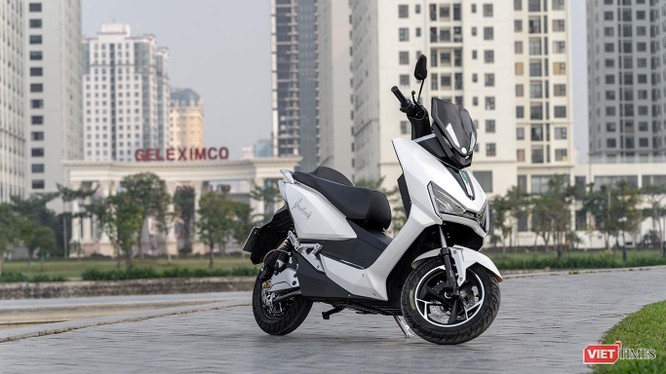 Để thu hút được sự quan tâm của người dùng, xe máy điện cần có thêm những sản phẩm được đầu tư thiết kế và công nghệ như VinFast hay Pega đang làm. (Ảnh: Ngô Minh)