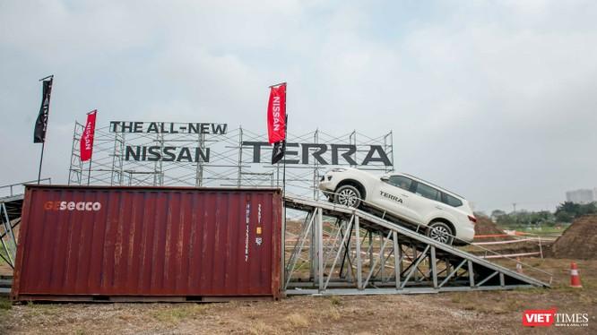 Với giá bán từ 988 triệu tới 1,226 tỷ đồng dành cho 3 phiên bản tùy chọn, Nissan Terra hứa hẹn là một mẫu xe sẽ làm hài lòng những khách hàng khó tính nhất sau khi đã trải nghiệm.