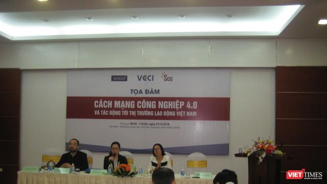Bà Trần Thị Lan Anh - Phó Tổng thư ký VCCI kiêm Giám đốc Văn phòng giới sử dụng lao động chủ trì buổi tọa đàm