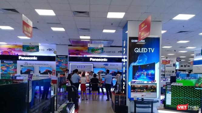 Gian hàng tivi tại siêu thị điện máy Pico
