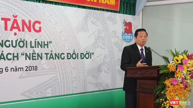"""TS Lê Doãn Hợp - Chủ tịch Danh dự Hội Truyền thông số Việt Nam, Trưởng ban chỉ đạo công trình """"Ký ức người lính"""" phát biểu tại buổi lễ."""