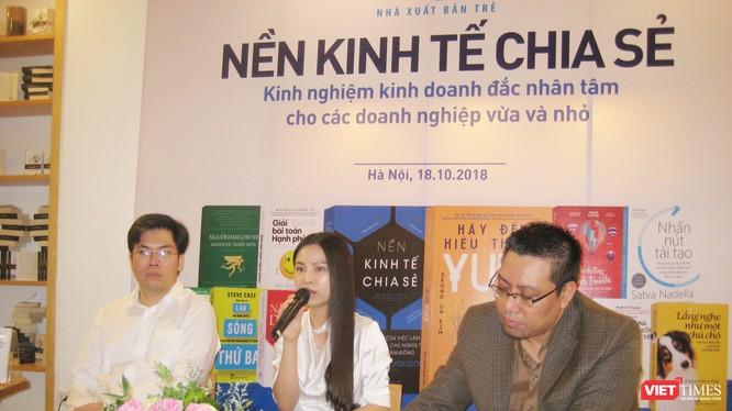 Ông Phạm Nam Long và bà Nguyễn Hoàng Anh - các đồng sáng lập của Startup Abivin cùng ông Nguyễn Đình Thành - Giám đốc điều hành Công ty CSCI Indochina
