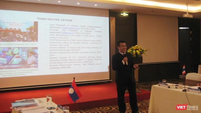 Ông Nguyễn Lâm Thanh - Phó Chủ tịch Hội Truyền thông Số Việt Nam với báo cáo về hiện trạng các mạng xã hội và phương tiện truyền thông mới tại Việt Nam