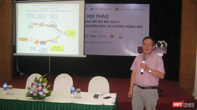 Ông Phó Đức Sơn - Chủ tịch Hội Mã số Mã vạch Việt Nam thuyết trình tại hội thảo