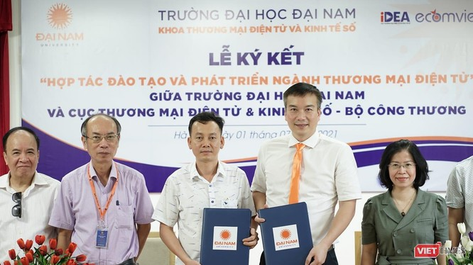 Lễ ký hợp tác giữa Đại học Đại Nam với Cục Thương mại Điện tử và Kinh tế số