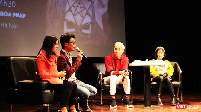 Buổi lễ ra mắt cuốn sách Black Rose có sự tham dự của họa sỹ Dương Thạch Thảo và rapper nổi tiếng Karik