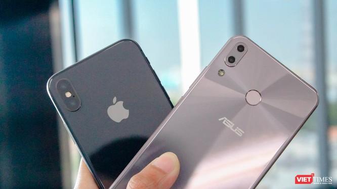 Asus ZenFone 5 có vẻ ngoài bóng bẩy, đẹp hơn iPhone X
